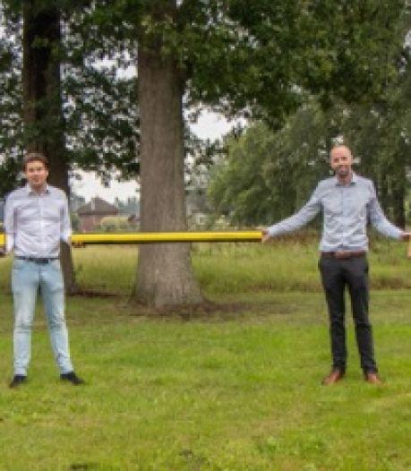 Grap of noodzaak? Ondernemers uit Ermelo bedenken 1,5 meter lang kerstpakket