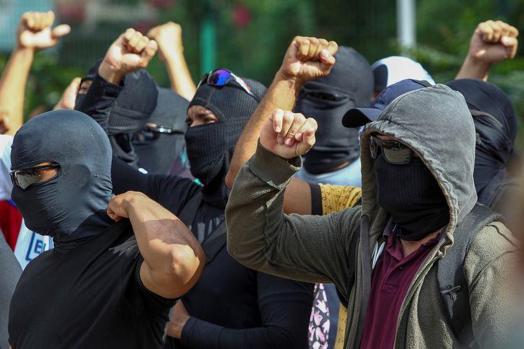 Gemaskerde agenten tijdens een betoging in Fortaleza.