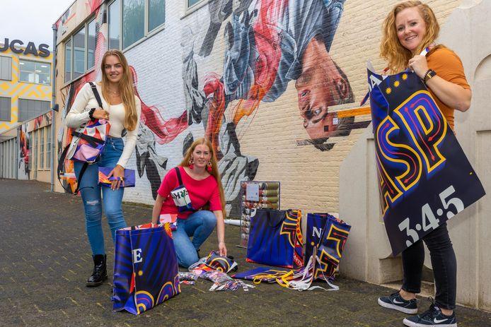 Lieke Poppelaars (links) en de studenten Julia van der Putten en Simone Vervoort van Sint Luc