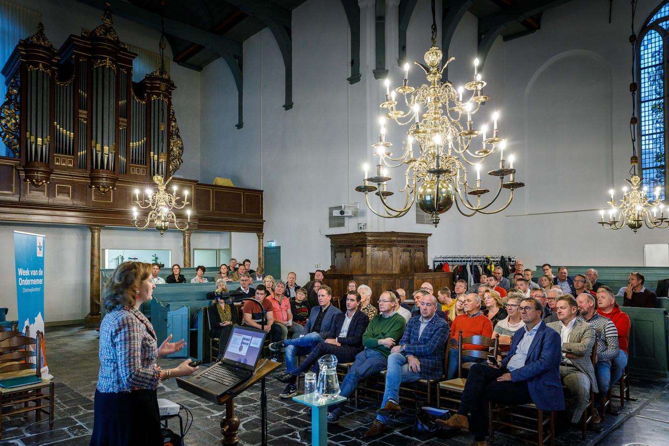 Tijdens de dag van toerisme gaven Anouk van Eekelen en Eduard Pieter Oud lezingen.