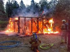 Grote brand vernietigt schuur in Langbroek