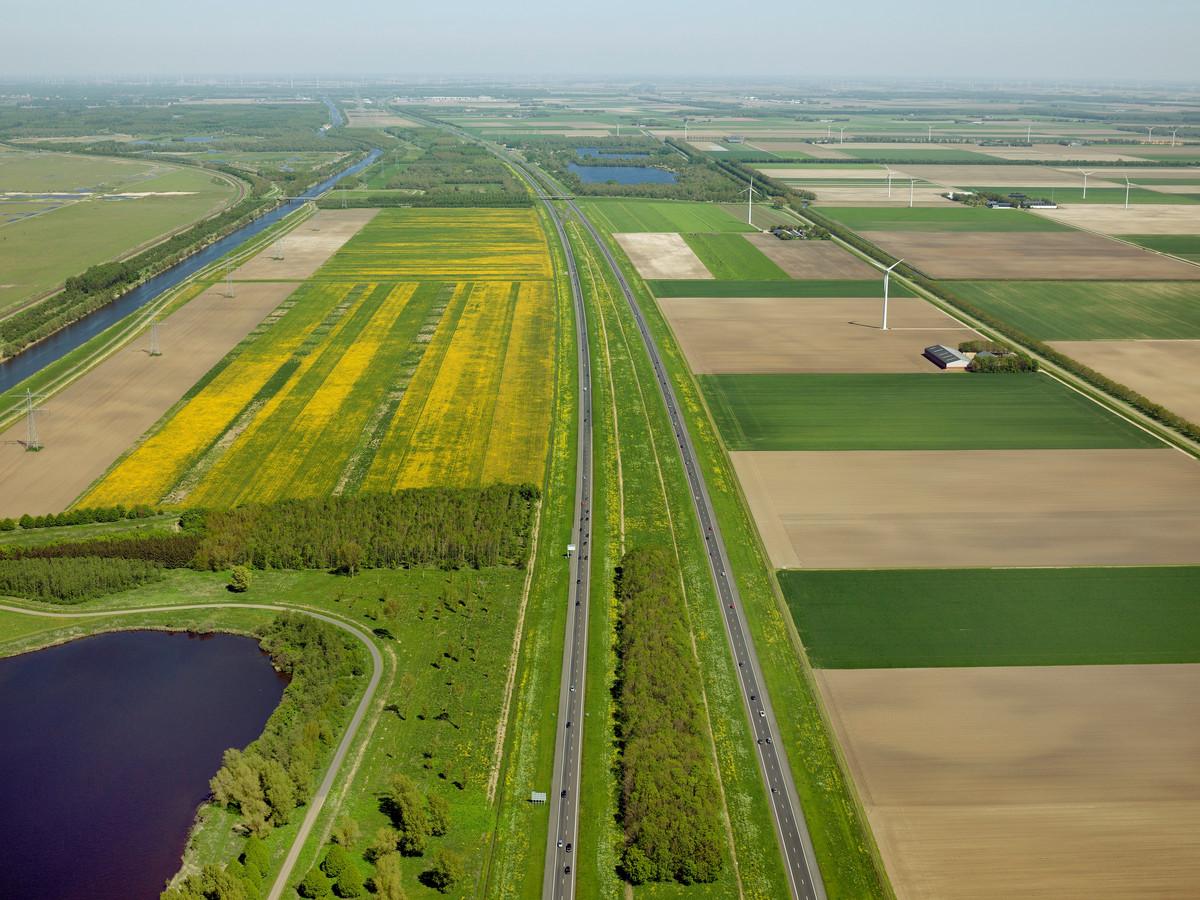 De middenberm tussen de A6 vanaf Almere-Oostvaarders tot de Ketelbrug is mogelijk geschikt om zonnepanelen te plaatsen.
