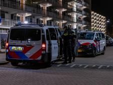 Melding van bedreiging met vuurwapens voor deur van woning: politie rukt massaal uit
