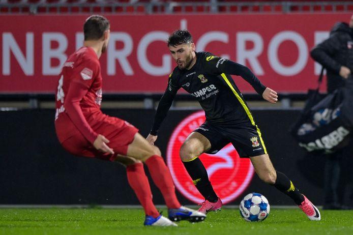 Frederik Helstrup van Almere City FC heeft de ogen gericht op Sam Hendriks van Go Ahead Eagles
