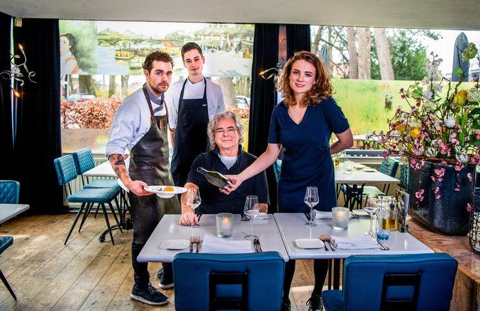 De harde kern van Brasserie Springer: kok Sander Agterberg, souschef Jelmer Mourik, eigenaar/inspiratiekok Per Boerefijn en gastvrouw/sommelier Margot Boerefijn.