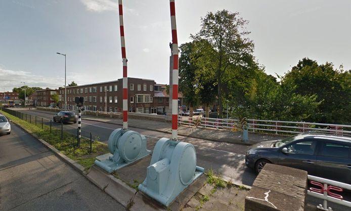 De Spinozabrug is vandaag afgesloten voor verkeer.