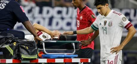Voormalig PSV'er Hirving Lozano naar het ziekenhuis na gruwelijke botsing in toernooi om de Gold Cup
