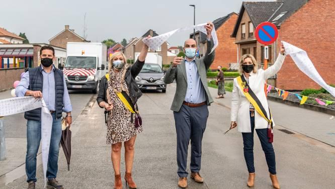 Vernieuwde Driewilgenstraat coronaveilig ingehuldigd
