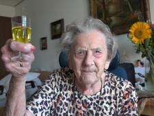 Diena Kruisbergen uit Wamel is 107: 'Geef mij maar een citroenjenevertje'