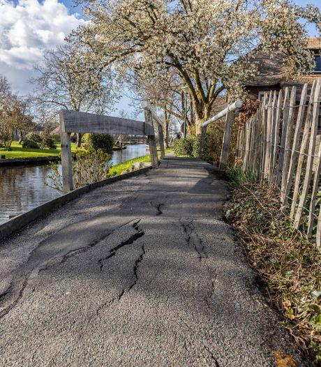 Dwarsgracht wil fietsers weren van smal pad langs de gracht