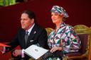Delphine de Saxe-Cobourg et son mari Jim O'Hare en tribune royale lors du défilé du 21 juillet, ce mercredi.