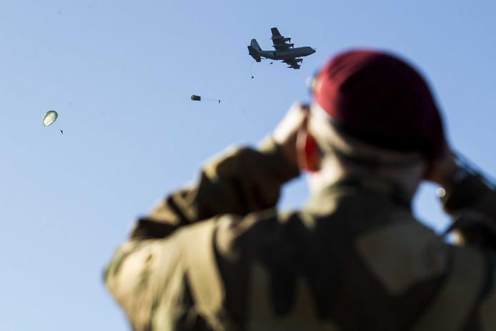 Foto ter illustratie. Paratroopers tijdens de herdenking van Market Garden.
