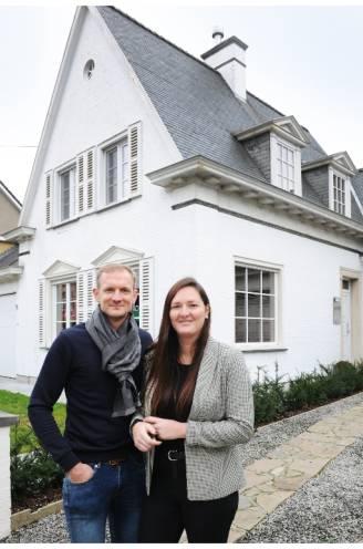 """Debbie (31) en Kevin (34) lieten hun in 2018 gekochte en pas gerenoveerde woning schatten: """"Deze prijs hadden we niet verwacht"""""""