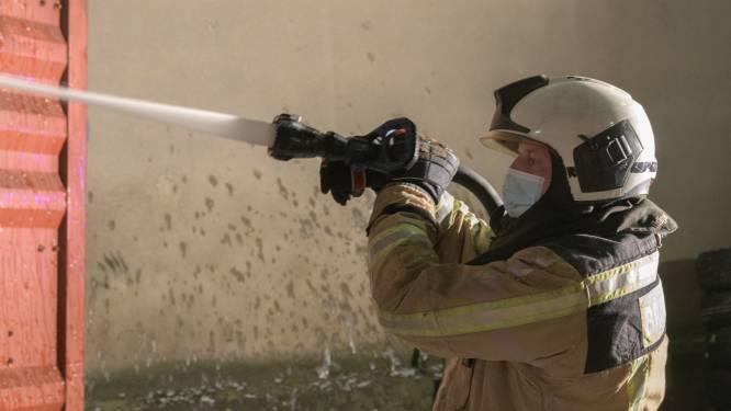 Brandweer evacueert bewoners met ladderliften tijdens brand aan Belgiëlei