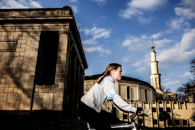 De vernieuwing in het bestuur van de Grote Moskee in Brussel blijft uit. Hetzelfde, gewraakte kringetje mensen keert telkens terug in mosliminstellingen.  Beeld Franky Verdickt