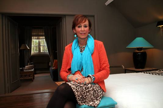 Anne Angneessens in één van de suites van haar Bed & Breakfast Anne's House.