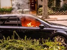 Auto in brand in Eindhoven, politie onderzoekt oorzaak