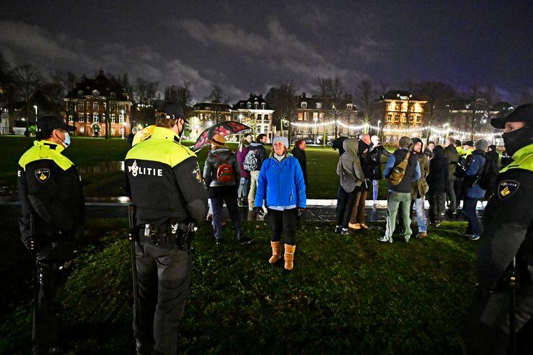 Een paar actievoerders op het Amsterdamse Museumplein. Beeld Olaf Kraak