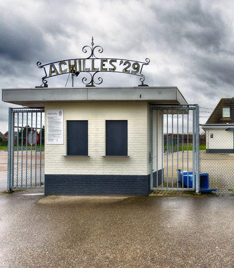 Profvoetballers Achilles '29 slapen in een uitgaanscentrum en zijn duizenden euro's kwijt