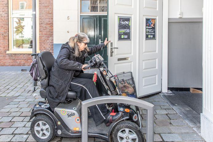 Tijdens een testdag bleek dat Podium 't Beest in Goes voor mensen in een rolstoel of scootmobiel soms moeilijk toegankelijk is.