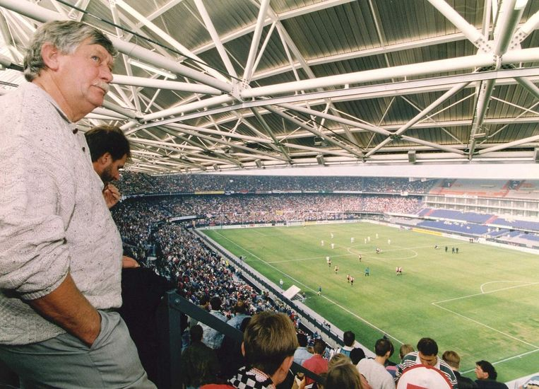 Feyenoordsupporters nemen voor het eerst plaats op de tribunes in hun nieuwe stadion, 25-05-1994. Beeld anp
