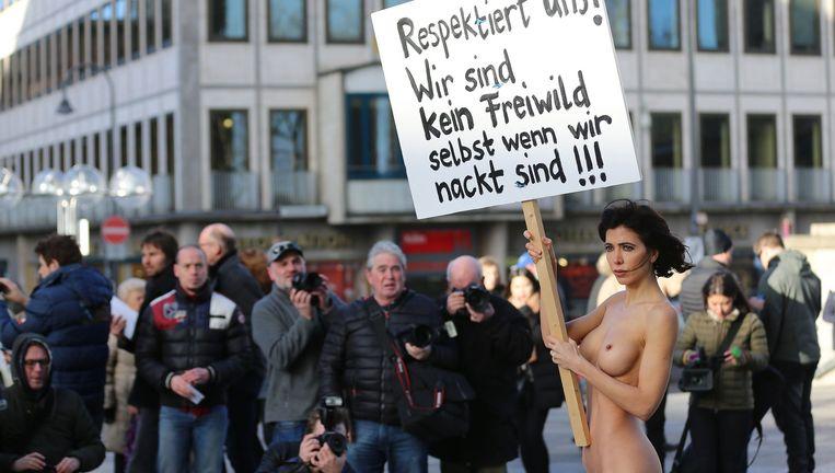 Moiré tijdens haar actie in Keulen. 'De strijd voor de vrijheid van vrouwen kan niet pittig genoeg zijn.' Beeld epa