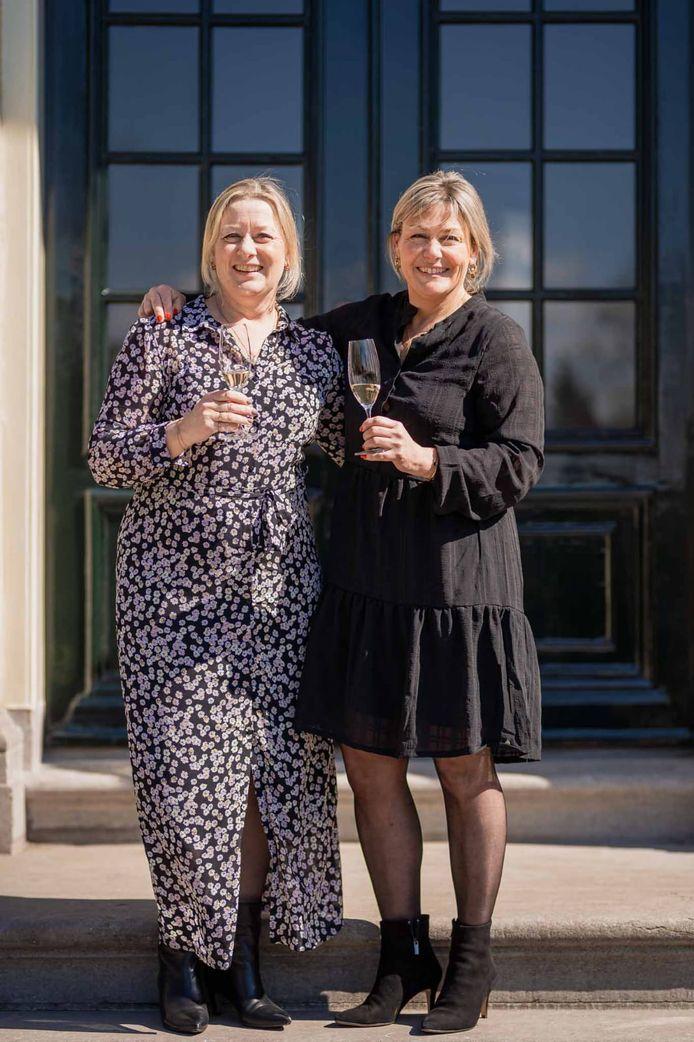 Femke (rechts) en Sietske van der Hoef, samen Zusss. Femke komt uit Zevenbergen. Hun bedrijf loopt als een speer.