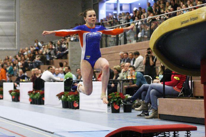 Melissa Scherpenisse in 2012 tijdens de turninterland Nederland-Zweden.