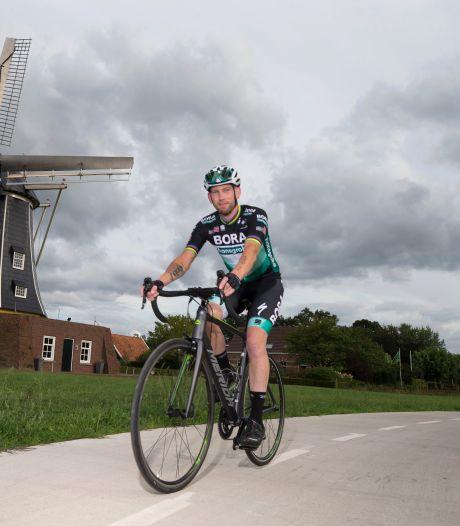 Hengeveld fietst 225 kilometer op laatste dag Tour: 'Laatste stuk was afzien'