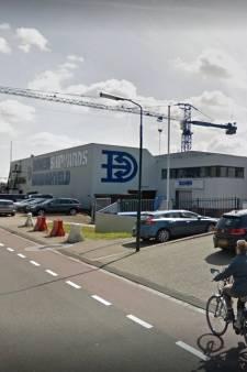 Brandweer onderzoekt herkomst vreemde geur in loods bij Damen Hardinxveld: geen gaslek