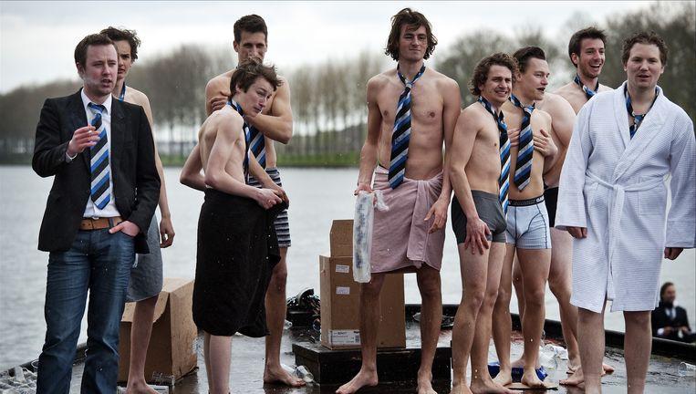 Studenten van de Rotterdamse roeivereniging Skadi tijdens de 127ste Varsity in 2010. Beeld anp