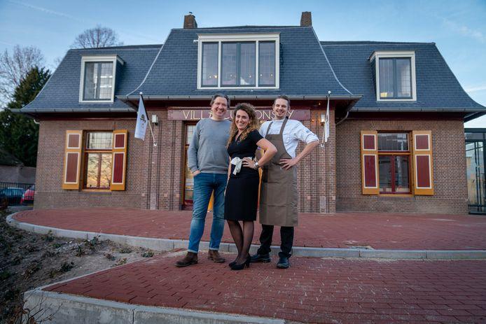 Het team van Curnonsky: directeur Hans van Triest, restaurantmanager Nicole Valkhof en chef kok Gerrit Vriezinga.