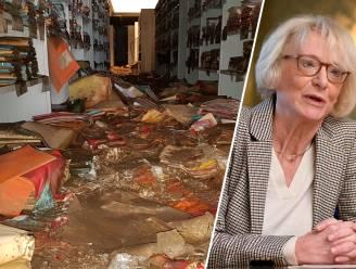 """Duizenden historische documenten weggespoeld tijdens noodweer, experts proberen archieven te redden met... diepvriezers: """"Ons hart bloedt"""""""