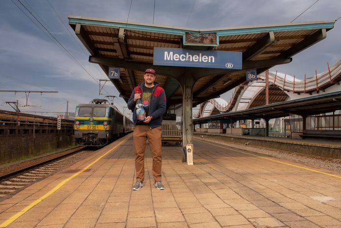 Ward Baes liet zich voor de nieuwe collector's edition van brouwerij Het Anker inspireren door de eerste treinreis op het Europese vasteland.