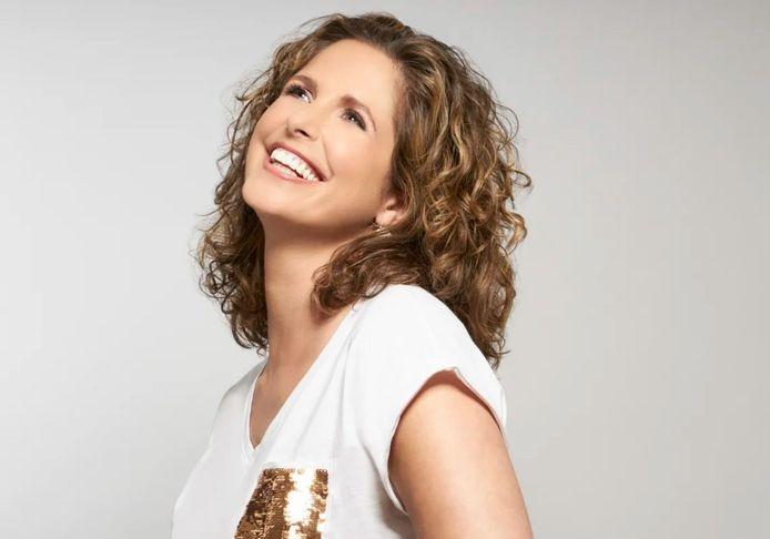 Sara De Paduwa devient ambassadrice de la gamme Curl Manifesto de Kérastase.