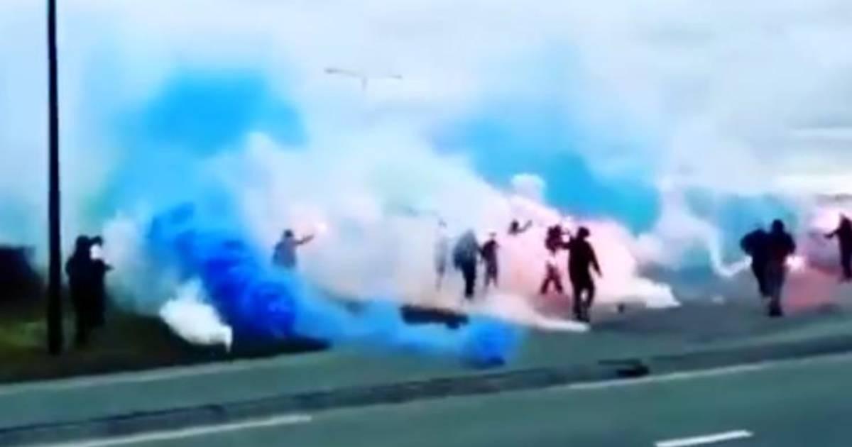 PEC Zwolle-supporters zetten afrit bij Almelo onder blauw-witte rook in aanloop naar duel tegen Heracles - Tubantia