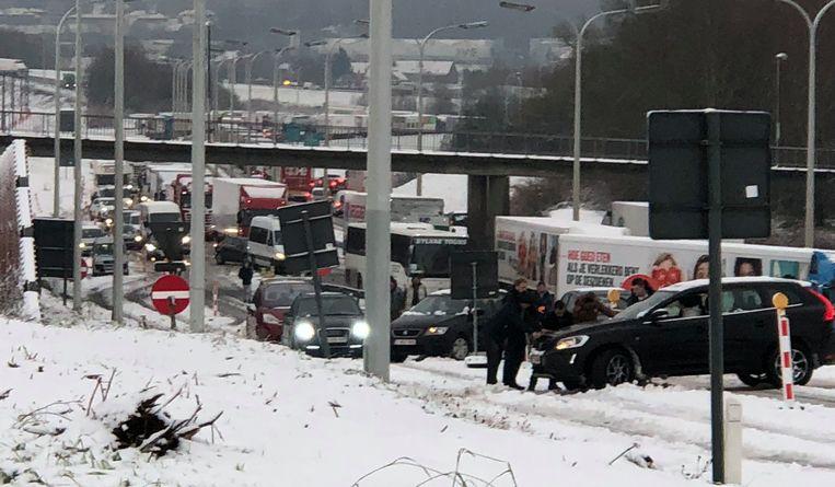 Een ongeval in Asse. Beeld Mathieu Goedefroy