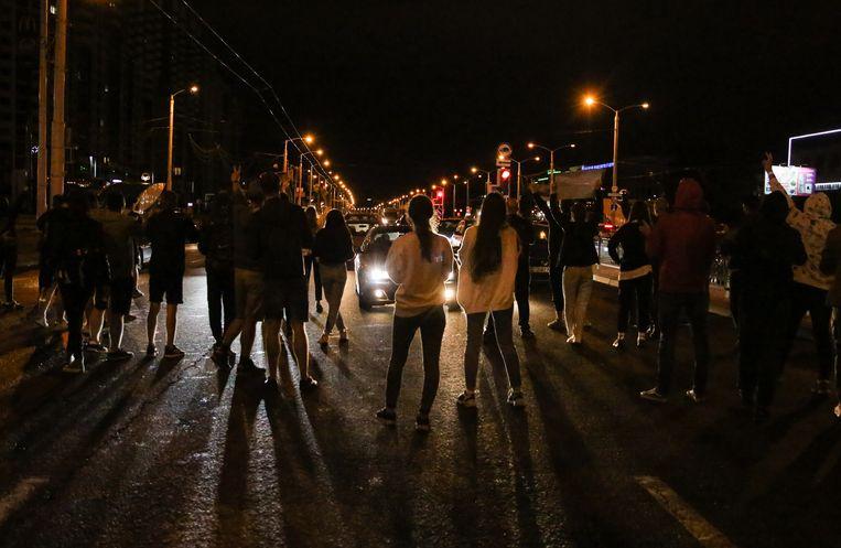 Inwoners van de Wit-Russische hoofdstad Minsk kwamen voor de vierde nacht op rij de straat op uit protest tegen president Aleksander Loekasjenko.