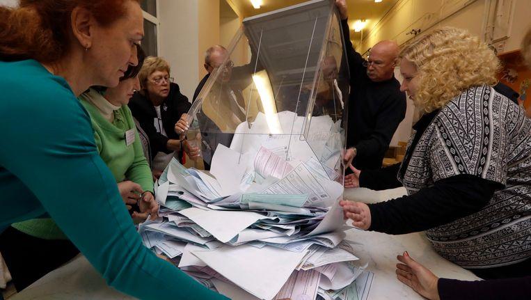 Stemmen worden geteld in Sint-Petersburg. Beeld ap