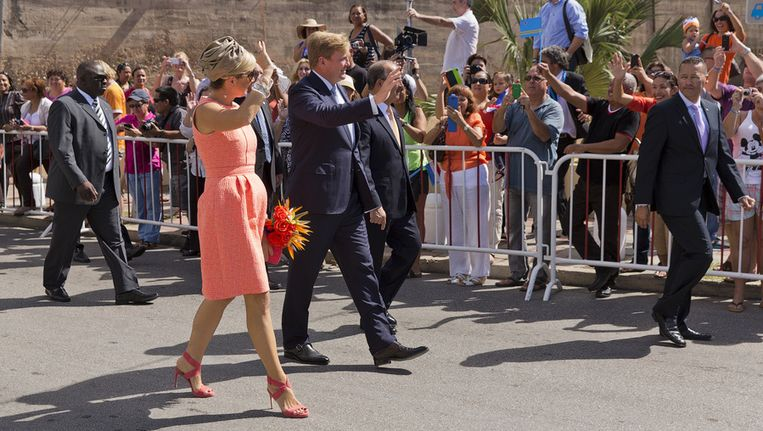 Koning Willem-Alexander en koningin Maxima tijdens hun bezoek aan Aruba. Beeld anp