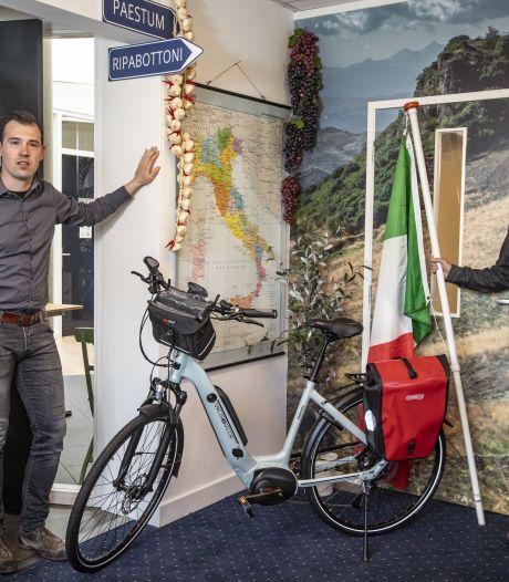 Een jaar verder en het Oldenzaalse Onderweegs kan nog steeds niet fietsen in Italië, 'een déjà-vugevoel'