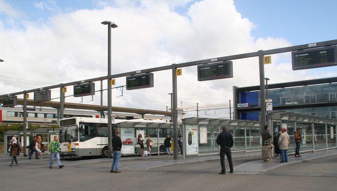 De bussen zullen vanaf 2022 rijden in een stervormig netwerk rond Sint-Niklaas en Lokeren.