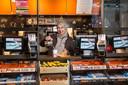 Gedesia Waslati werkt van 5 uur 's ochtends tot 1 uur 's middags in de Kiosk op Rotterdam Centraal.