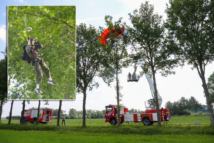 Het parachutetochtje van Melle verliep niet helemaal vlekkeloos en eindigde in een bomenrij die hij over het hoofd zag.