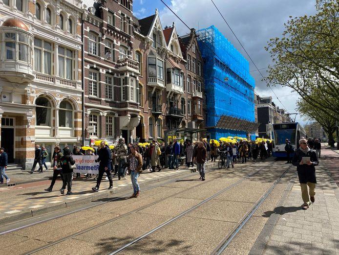 'Koffiedrinkers' houden een protestmars nu het Museumplein afgesloten is.