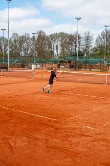 Tennisclubs in de regio blijven groeien tijdens corona: 'Het zit elke avond tjokkievol'