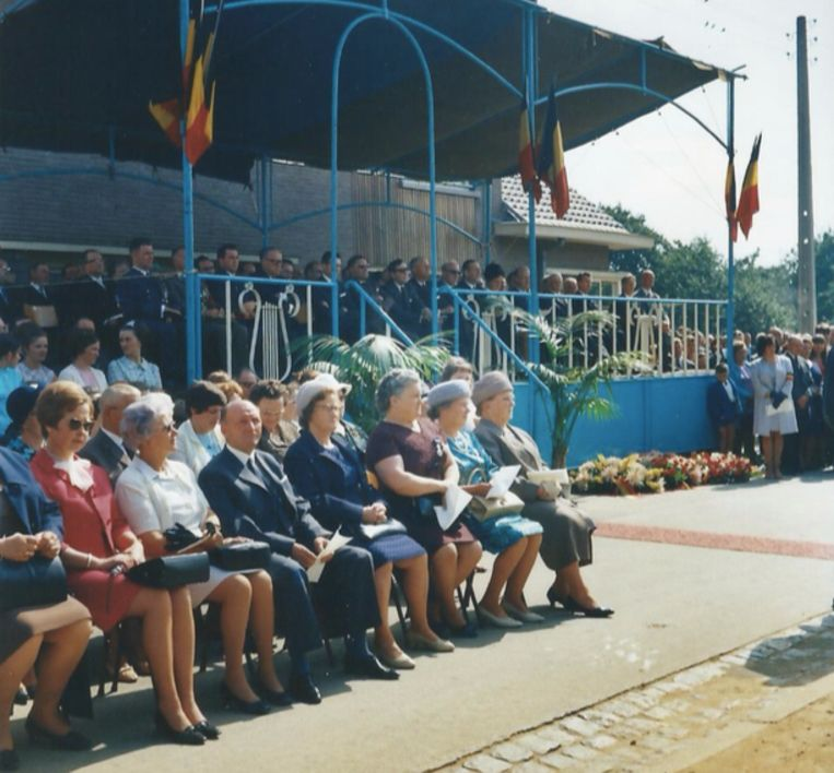 De weduwen van de slachtoffers op de eerste rij bij een herdenkingsplechtigheid in Meensel-Kiezegem. Beeld rv