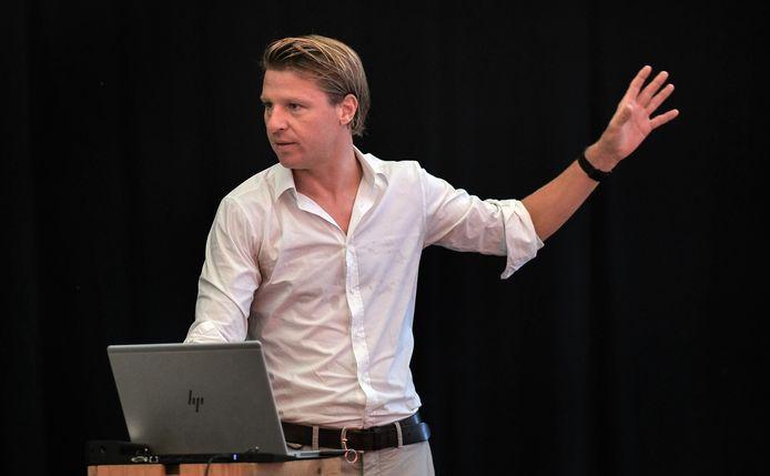 Schepen Axel Ronse, tijdens de voorstelling van Depart XXL dinsdagochtend, in evenementenhal Depart.