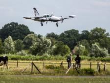 Vier onderhandelende partijen bemoeien zich met vliegroutes Lelystad