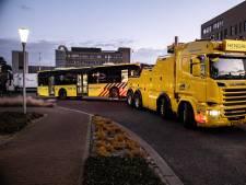 Tien ambulances waren nodig om zes ernstig zieke coronapatiënten te vervoeren na pech met bus